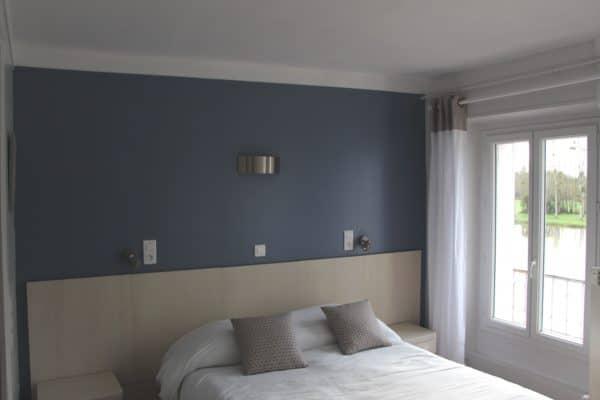 Chambre d'hôtel lit double village de vacances CAP France