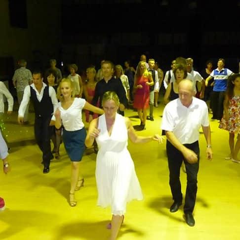 Cours de danse en groupe