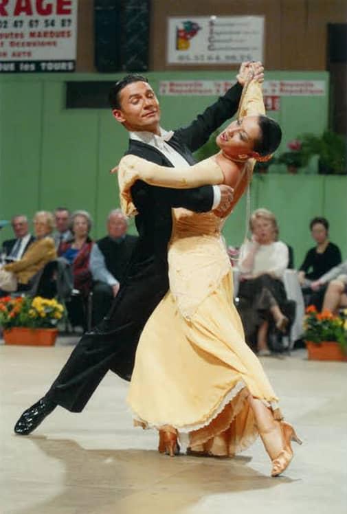 Le professeur de danse Laurent Françon et sa partenaire