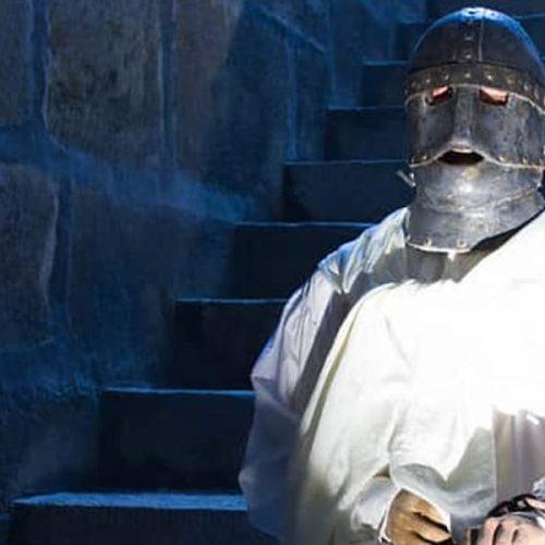 l'homme au masque de fer enchaîné dans son cachot